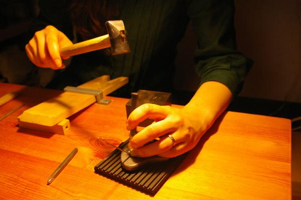耳かき職人【スーベニアプロジェクト】タビモノ 2011:東京 vol.02 「金澤友里恵さんの耳かき『JIJI』」