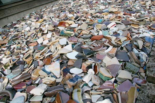 【震災で割れた陶器の破片アート】タビモノ 2012:益子 vol.1 「土祭 2012」